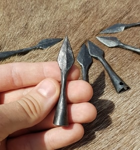 FORGED ARROWHEAD - LEAF - BOWS, CROSSBOWS{% if kategorie.adresa_nazvy[0] != zbozi.kategorie.nazev %} - WEAPONS - SWORDS, AXES, KNIVES{% endif %}