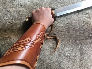 CELTIC CATS, LEATHER BRACERS - LEATHER ARMOUR/GLOVES{% if kategorie.adresa_nazvy[0] != zbozi.kategorie.nazev %} - ARMOUR HELMETS, SHIELDS{% endif %}