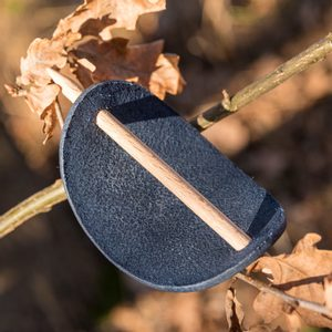 PRAGA, LEATHER HAIR CLIP, BLUE - HAIR CLIPS, ACCESSORIES, JEWELLERY{% if kategorie.adresa_nazvy[0] != zbozi.kategorie.nazev %} - LEATHER PRODUCTS{% endif %}