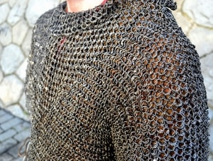 CHAINMAIL SHIRT - HAUBERK, RIVETED, 8 MM, SHORT SLEEVES, CHEST SIZE 130 CM - CHAIN MAIL ARMOUR{% if kategorie.adresa_nazvy[0] != zbozi.kategorie.nazev %} - ARMOUR HELMETS, SHIELDS{% endif %}