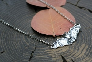 NOCTOR - BAT, NECKLACE, SILVER - MYSTICA SILVER COLLECTION - PENDANTS{% if kategorie.adresa_nazvy[0] != zbozi.kategorie.nazev %} - JEWELLERY{% endif %}