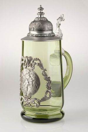GLASS TANKARD with a mercenary