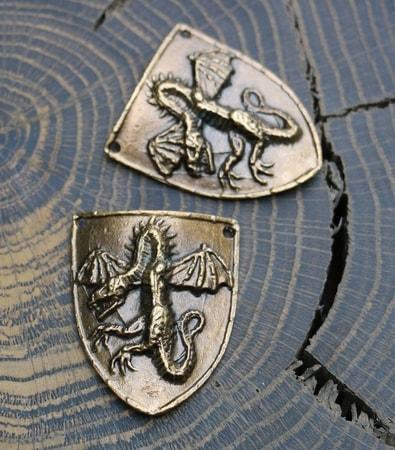 dragon de bouclier plaque d 39 tain. Black Bedroom Furniture Sets. Home Design Ideas
