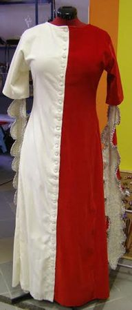 HISTORICAL DRESS WITH LONG SLEEVES