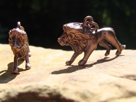 PENDANTS WITH LIONS, LION TALISMANS, LEON JEWELRY