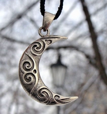 SILVER SPIRAL MOON, Celtic Style