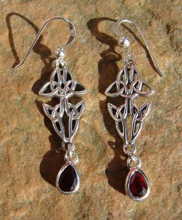 FOUR LIVES, silver erarings with garnet, Ag 925