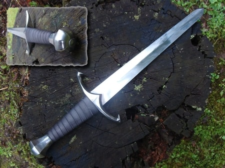 BATTLE READY DAGGER WITH HOOKS