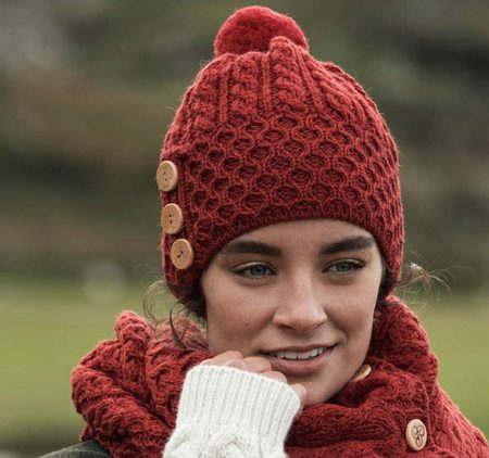 HAT WITH POM POM, MERINO WOOL, RED