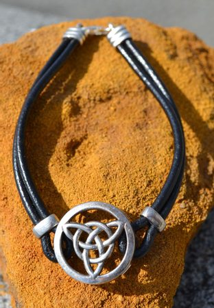 TRIQUETRA, silver bracelet with leather cord