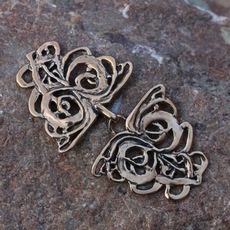 ART NOUVEAU, BROCHE MANTEAU EN BRONZE