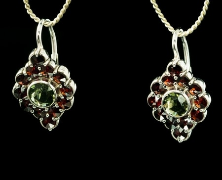 SIBILA, earrings, moldavite, garnet, silver