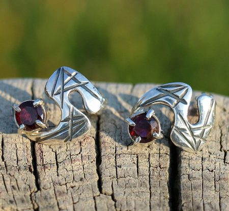 MODERNA - EARRINGS, garnets, sterling silver