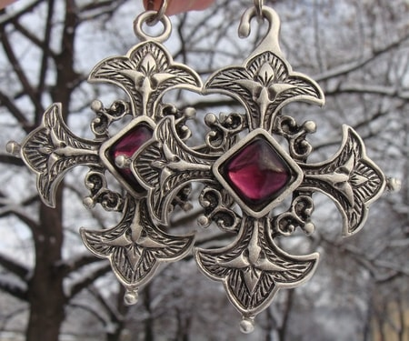 CROSS CLOAK BROOCH with chain