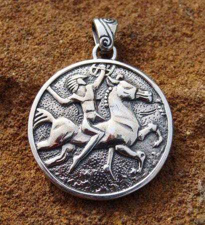 WARRIOR QUEEN SILVER TALISMAN - PT-3546