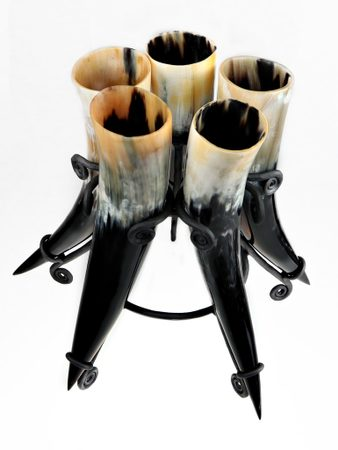 SET OF 5 HORNS,  0,4 L AND STAND