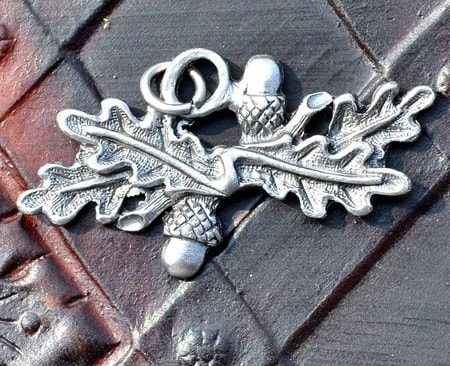 OAK LEAVES, pendant
