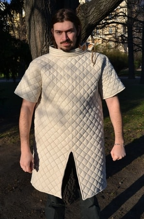 LINEN GAMBESON, padded jack with short sleeves