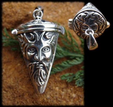 THE GREENMAN, top open silver pendant