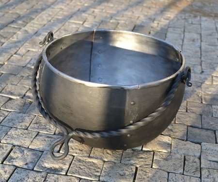 Round Iron Cauldron 8 L