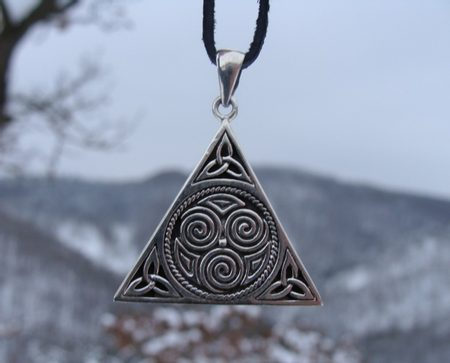 CELTIC TRINITY KNOT PENDANT PENDANTS TRNITY JEWELS