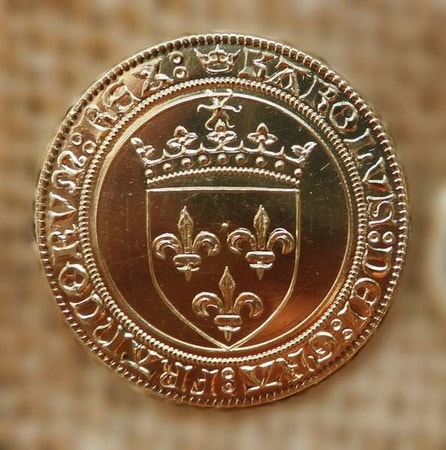 ECU OF CHARLES VIII, A REPLICA OF A FRENCH BRASS COIN