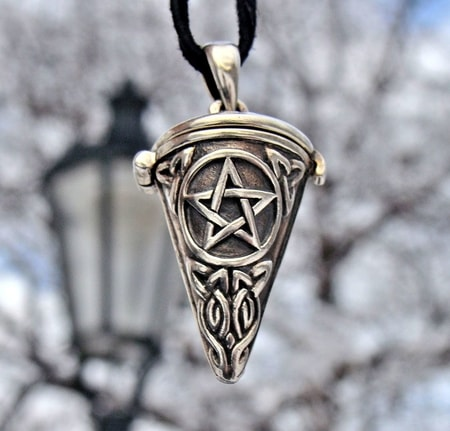 SILVER PENDANT, PENTACLE, top open