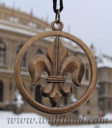 fleur-de-lis-coppered-pewter-amulet_2.jpg