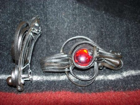 RED GLASS  HAIR CLASP