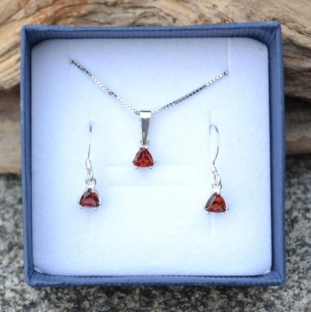 TRIANGULAR - garnet, sterling silver jewellery set