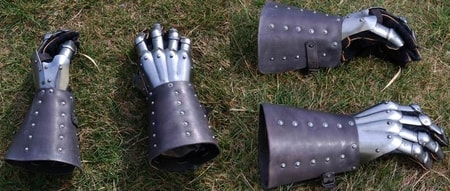 HISTORICAL GAUNTLETS LEATHER PAIR OF GAUNTLETS