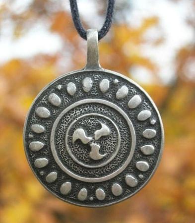 Celtic triskelion pendant 4 cm wulflund celtic triskelion pendant 4 cm aloadofball Image collections