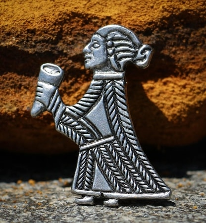 Valkyrie with horn - pendant, tin