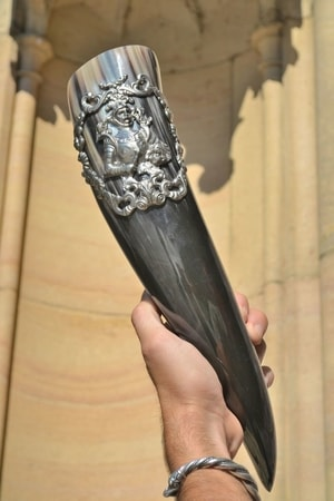 KNIGHT'S DRINKING HORN, MEDIEVAL STYLE