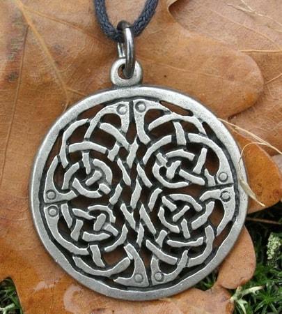 Celtic Shield Knot Amulet - wulflund.com