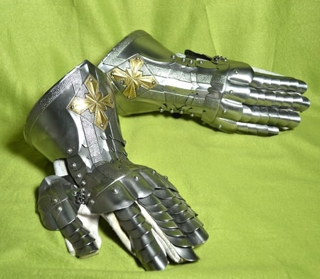 HANDMADE GAUNTLETS with the brass STAR