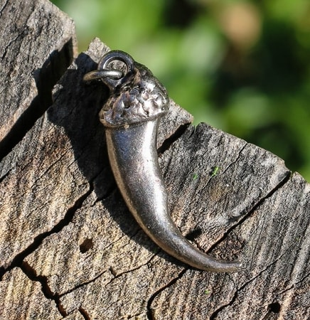 WOLF CLAW, pendant, tin