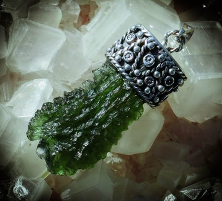 MOLDAVITES natural, raw stones Jewellry