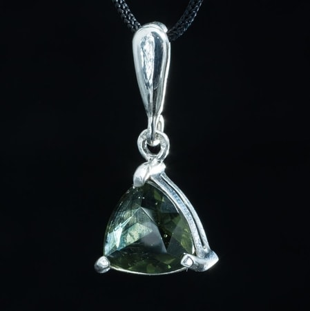 TRIANGULAR, SILVER PENDANT WITH MOLDAVITE, AG 925