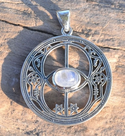 CHALICE WELL, silver pendant