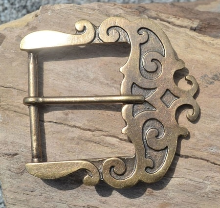 HISTORICAL BUCKLE FOR BELTS, brass colour