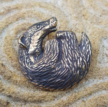 BADGER, pendant, bronze