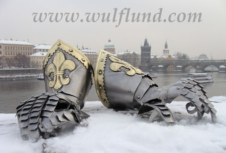 Nobleman Gauntlets Decorated with Fleur de Lis