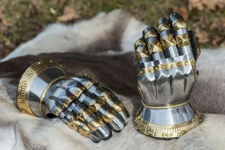 HOURGLASS GAUNTLETS WITH BRASS