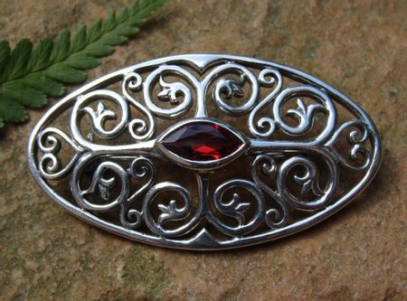 FLOWER SILVER BROOCH with garnet, Ag 925