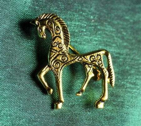 TROY HORSE, costume brooch