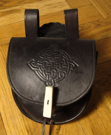 LEATHER BAG WITH BONE BUTTON, black