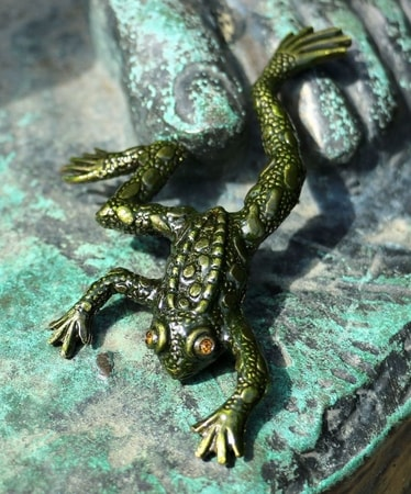 FROG, costume brooch | Pin Amphibians