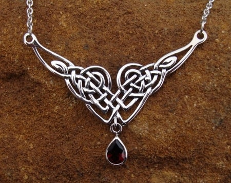 LADY AVALON, silver necklace with garnet