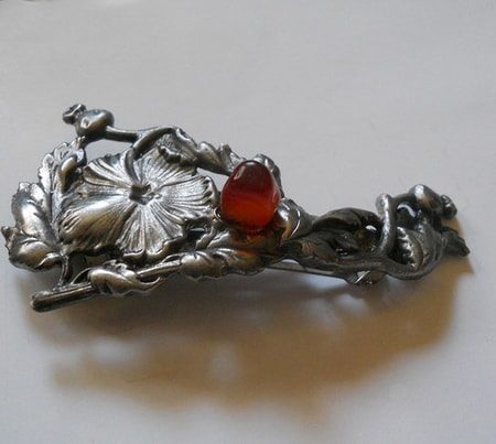 HAIR BROOCH WITH CARNELIAN